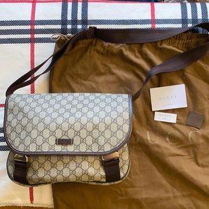 Gucci coated supreme canvas messenger bag unisex